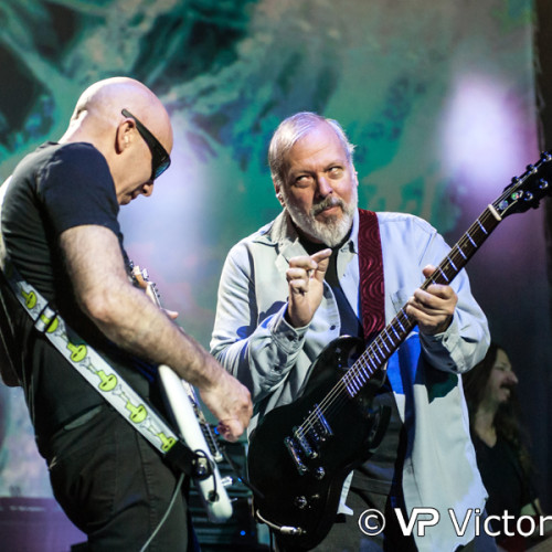 Joe Satriani (left) and Mike Keneally (right), TivoliVredenburg, Utrecht (2014/06/15)